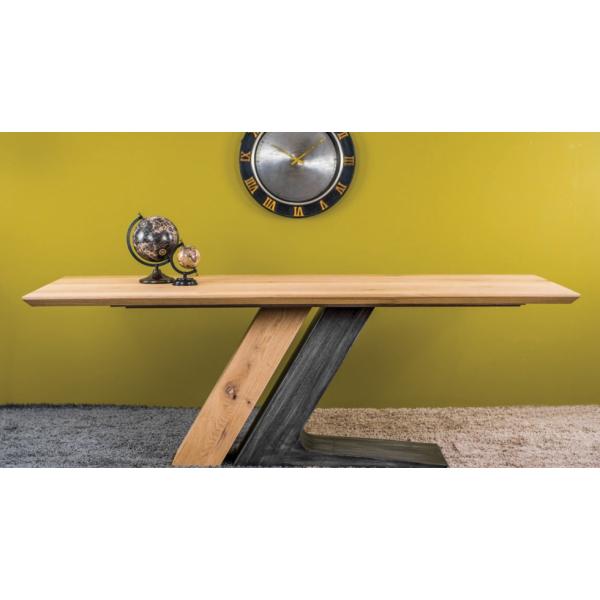 Α 11 Τραπέζι από ξύλο καρυδιάς.